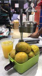 小型マニュアルの低速のフルーツの野菜手レモン携帯を押しなさい オレンジトマトシトラスジューサーマシン