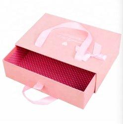 De douane keurt het Roze Afgedrukte Vakje van het Abonnement van de Lade van de Gift van de Gunst van de Kleding van het Huwelijk van het Karton van het Document Verpakkende met het Handvat en de Zak van het Lint goed