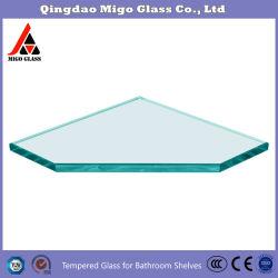 現代ガラスはガラス浴室の棚の壁に取り付けられたガラス表示棚に棚に置く