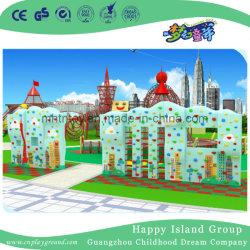 屋外の運動場(HD-03251)に上っている最も新しい上昇の壁の子供