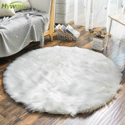 침실옆에 있는 침실에서는 부드러운 플러피 포 모피 양피 양피 플러시 양털이 제공됩니다 러그
