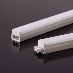 T5 3W 4W 7W LEDの居間の食器棚のための統合された管3000K 4000K 6500K 3の色温度省エネLEDの管ライト