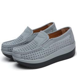 快適な女性フラットプラットフォームのローファーシューズスエードレザーカジュアルウェッジ 靴は flats の moccasin の靴でスリップする