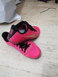中古の靴は運動靴AAAの等級の品質保証を使用した