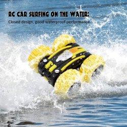 공장 가격 1:24 2.4G 4WD 아이를 위한 두 배 편들어진 방수 수륙 양용 땅 물 곡예 장난감 360 라디오 원격 제어 RC 차
