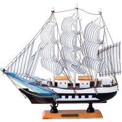 Modello di nave a vela con decorazione artigianale in legno