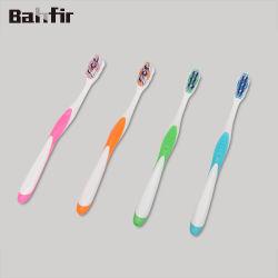 فرشاة أسنان للبالغين الذين يبيعون منتجات عالية الجودة صُنع في الصين مع شعيرات مزدوجة الحركة