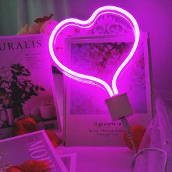 A decoração da árvore de Natal em forma de coração personalizado candeeiro de mesa Neon