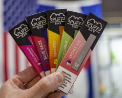 La moda y el vaporizador portátil Cool magia Pod Logo OEM personalizados Puff desechables Bar E-cigarrillo