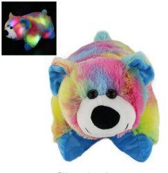 子供のための詰められたプラシ天動物のスリープの状態であるおもちゃの白くまをつけること