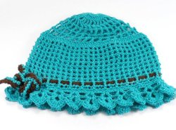 أطفال حبك قبعات, طفلة حبك قبعة مع زهرة