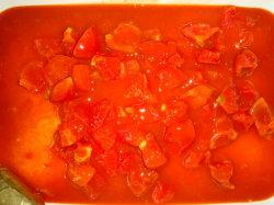 Gehackte Tomatensaft aus Tomatensaft in Dosen