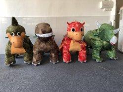 Glückliche Fahrten auf Tiervergnügungspark reitet Dinosaurier
