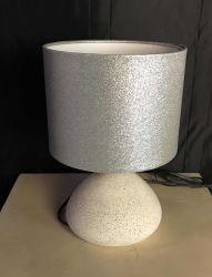 Lampada d'argento all'ingrosso moderna della Tabella del reticolo di scintillio con il partalampada di ceramica bianco per la lampada della Tabella