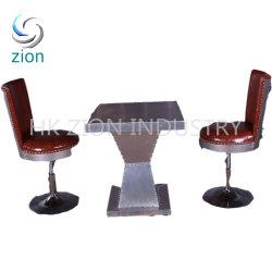 レザーティーテーブルセットを備えたインダストリアルスタイルのホームエンドテーブル スモールエンドテーブルシンプルミーティングオフィステーブルスクエアサイドテーブル 椅子 2 脚付き