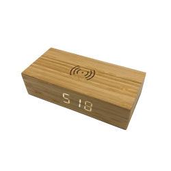 目覚し時計を持つ机の木の無線充電器、ホーム、寝室、オフィスのための大きい表示時間温度または日付/USBは/電池式、ギフトのタケの皮をからかう