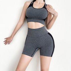 الملابس الرياضية النسائية الضيقة هيكل بناء الجلبة القصيرة سروال الركض القصير أزياء خياطة سريعة الجفاف ذات طابع مثير نمط جديد من بدلة يوغا بنكي لون