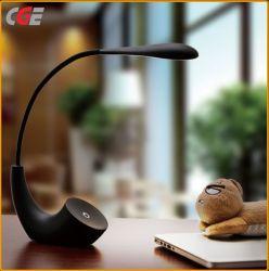 LED Lampe rechargeable 1200mAh LED de mode moderne lampe de table pour la protection des yeux d'éclairage de bureau lampe de bureau à LED lampe de table de gros