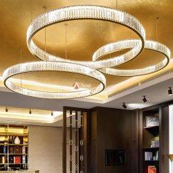 De Art Pendant Light met gouden ringen