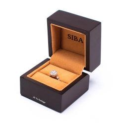 贅沢によってカスタマイズされる黒い無光沢の木製のペンキのリングの宝石類のギフト用の箱