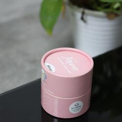 装飾的な構成のペーパー管を包む方法デザイン明るいピンクのスキンケア製品