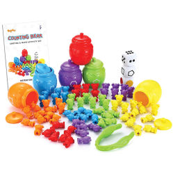 La plastica che conta ordinando il giocattolo degli orsi ha impostato con il gioco d'ordinamento di corrispondenza del bambino delle tazze per l'addestramento preliminare che impara la formazione del gambo di riconoscimento di colore