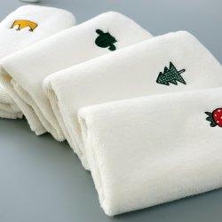 De promotie Handdoek van de Gift met de Elegante Handdoek van de Hand van het Embleem van het Borduurwerk