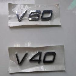 Carro de ABS auto às inscrições à volta do monograma do tronco para a Volvo