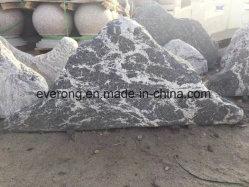 El paisaje de rocas de piedra y patio delantero, jardín y fuentes