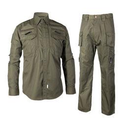 軍Bduの緑の軍隊およびカムフラージュのユニフォーム、軍隊の軍の衣類の黒いワシ
