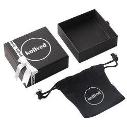 Bijoux et étui carton boîtes cadeaux