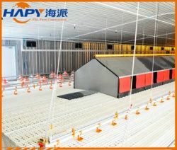 L'éleveur ferme avec hangar de contrôle environnemental et d'équipement complet
