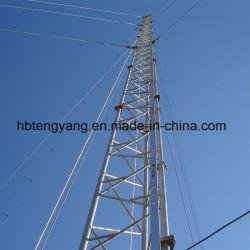세 개의 Lutled Steel Guyed Communication Tower