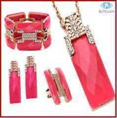 方法女性のための2013年のブティックの爆薬モデル赤い樹脂の水晶宝石類セット