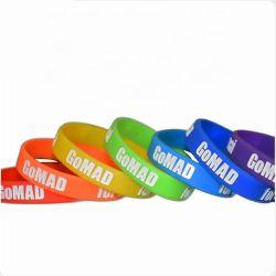 Baratos a granel Diseño personalizado regalo de promoción Brazalete de caucho de silicona pulseras de silicona con Silk-Screen Imprimir