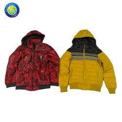 冬のジャケットの安く使用された衣服のブランドの秒針の衣服