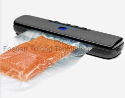 Sushi de salmão empacotados e fechados a máquina