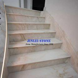 床のための自然な石造りの白くかベージュまたは黄色または青または緑または黒い大理石または花こう岩またはTravertineまたは石灰岩石造り階段かステップ及び暴徒かUpstair内部またはOutterior