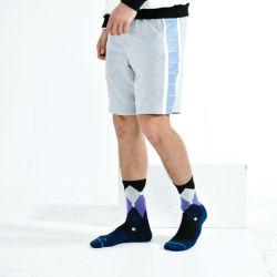 جوارب ملونة بالجملة من الشركة المصنعة للمعدات الأصلية (OEM) القطن الذي يحمل شعار خاص بك كرة السلة الرياضية طاولة كرة الطائرة رجال الرياضة جوارب