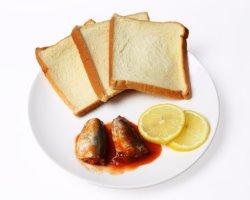 De ingeblikte Ingeblikte Pelser van het Overzeese Voedsel van het Voedsel in Tomatensaus