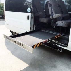 La piattaforma di sollevamento idraulico Scissor l'elevatore affinchè lo sprinter del benz aiuti l'occupante della sedia a rotelle ad ottenere sul veicolo