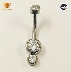 Le curve Piercing di titanio solide dell'ombelico dei monili G23 di modo con 3 pietre argentano il Barbell curvo monili Tpn013