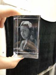 prezzo interno della macchina per incidere del laser del blocchetto di cristallo della foto 3D