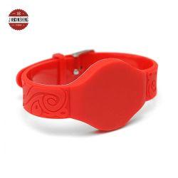 Регулируемый водонепроницаемой силиконовой 125Кгц RFID браслет NFC браслет с металлическими преднатяжитель плечевой лямки ремня для идентификации и отслеживания