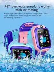 GPS Lbs IP67は子供GPSの追跡者の手首スマートなSosの腕時計のためのカメラSIMのカードSosのスマートな腕時計を防水する