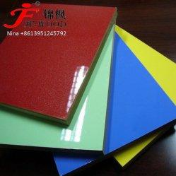 La norme ISO9001 : 2008 Mobilier solide de qualité du grain du bois de peuplier à 100 % couleur 1220*2440mm Gloosy Mélamine MDF conseil UV haute