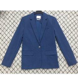 ボタンが付いている女性の二重層の偶然の上着類