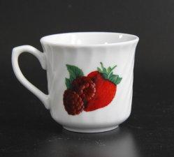 Keramisches violettes Blumen- und Erdbeere-Tee-Cup und Kaffeetasse