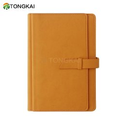 برتقاليّ شخصيّة بطاقة يوم ورقة مفكّرة مع قلم يوميّا مخطّط