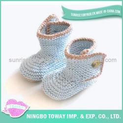 編まれるカスタマイズされた安全な手の編むかぎ針編みは靴をからかう
